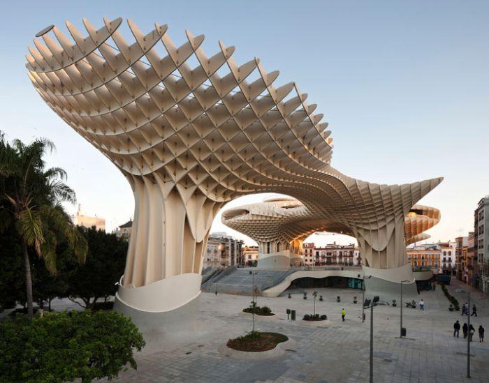 Самая большая деревянная скульптура в мире (17 фото)