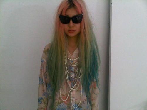 девушки с разноцветными волосами фото