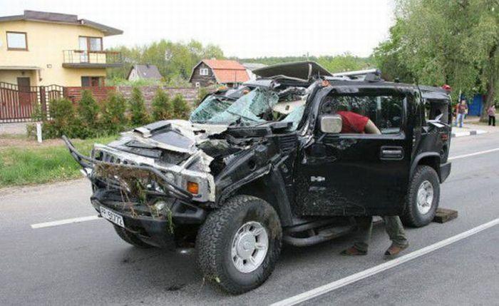 Пьяная женщина разбила Hummer (4 фото)