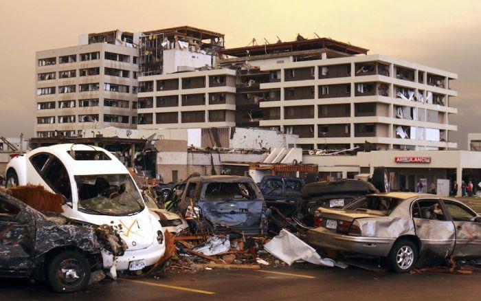 Ужасные последствия торнадо в Миссури (33 фото)