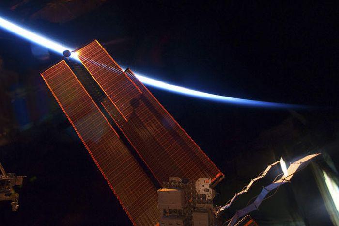 """""""Индевор"""". Открытый космос (25 фото)"""