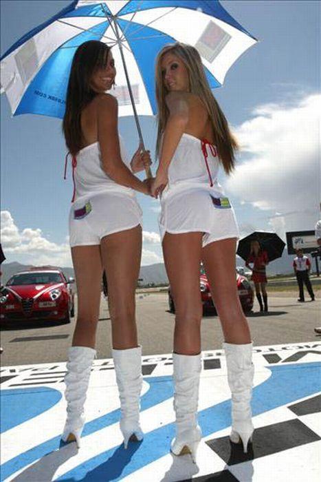Девушки с автогонок (70 фото)