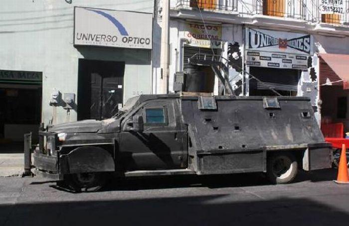 Транспорт мексиканских наркоторговцев (8 фото)