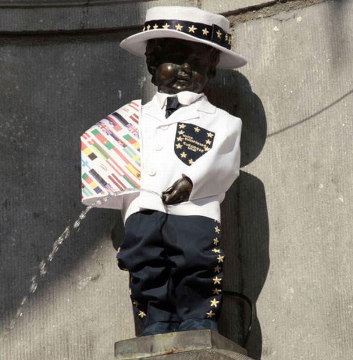 Одежды писающего мальчика (13 фото)
