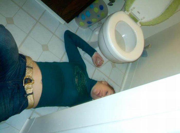 Пьяные девушки в туалете видео 5