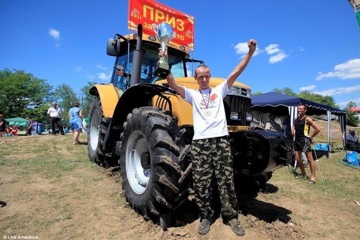 Гонки на тракторах (16 фото)