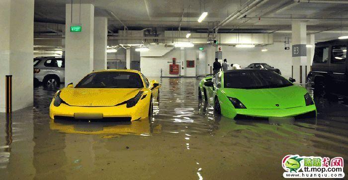 Утопленные автомобили (8 фото)