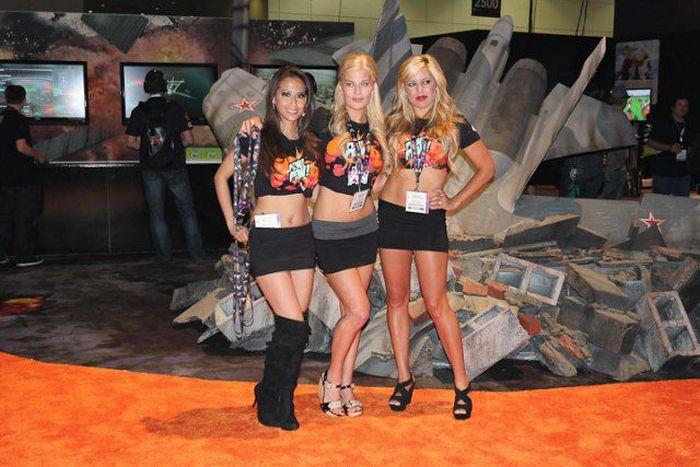 Девушки с выставки Е3 (50 фото)