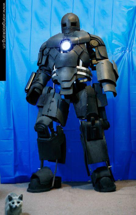 Очень реалистичный костюм Iron Man Mark I (62 фото + видео)