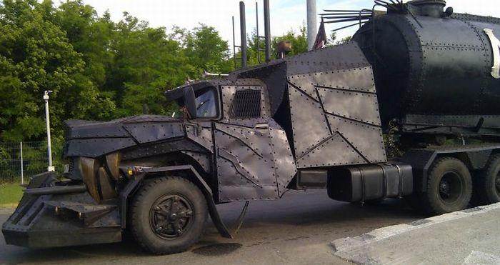 Грузовик Mad Max (5 фото)
