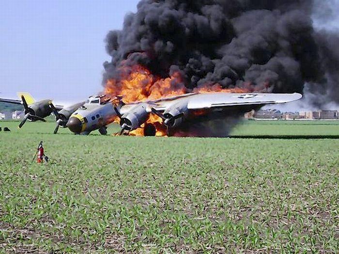 Летающая крепость сгорела дотла (13 фото)