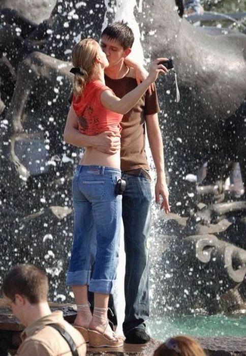 Девушки и фонтаны (34 фото)
