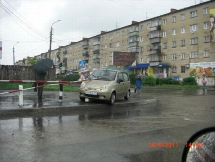 Опасная парковка (3 фото)