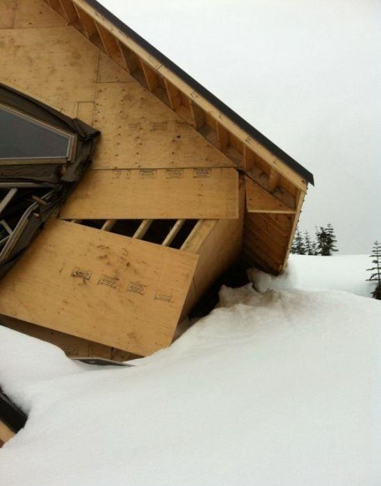 Снег разрушил дома в Ванкувере (11 фото)