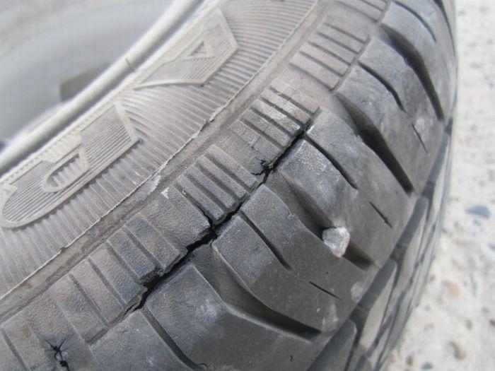 Прямое попадание молнии в машину (10 фото)