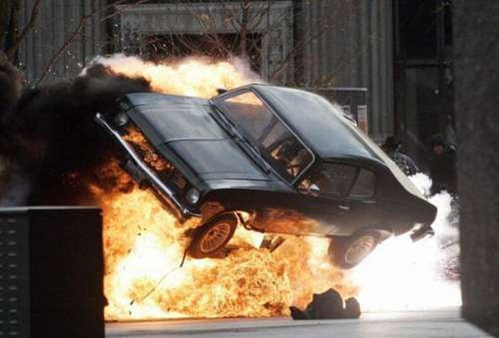 Взрывы и автомобили (20 фото)
