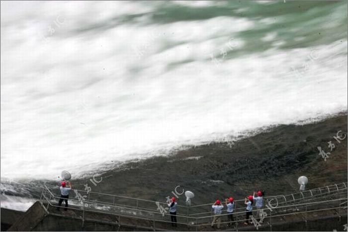Сброс воды в Китае (30 фото)