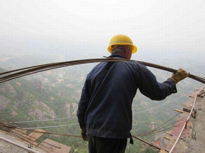Опасный труд китайских рабочих (17 фото)