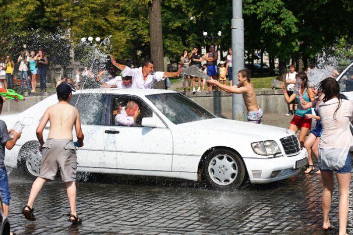 Водная битва в Харькове (38 фото)