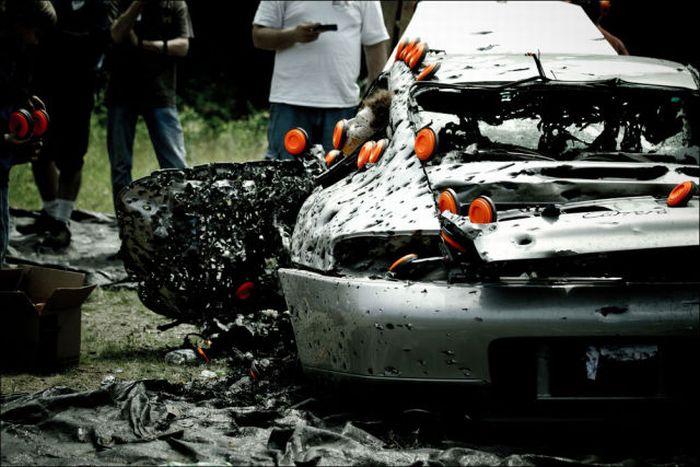 Расстрелянный Porsche 911 (16 фото)