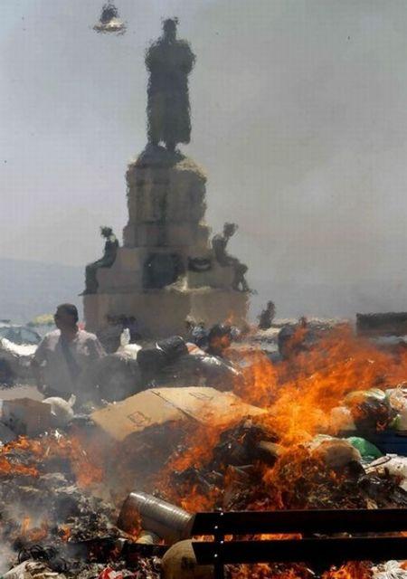 «Мусорный кризис» в Неаполе (13 фото)