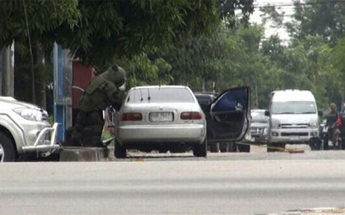Взрыв автомобиля в Таиланде (7 фото)