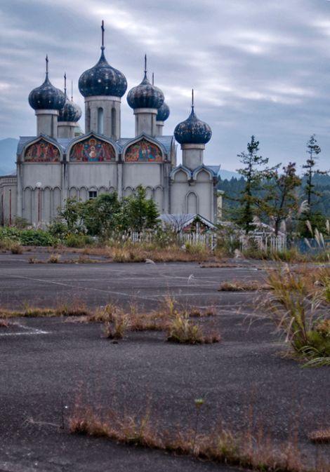 Заброшенная русская деревня в Японии (13 фото)