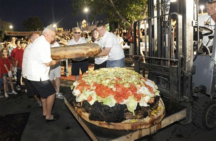 Самый большой гамбургер в мире (7 фото + видео)