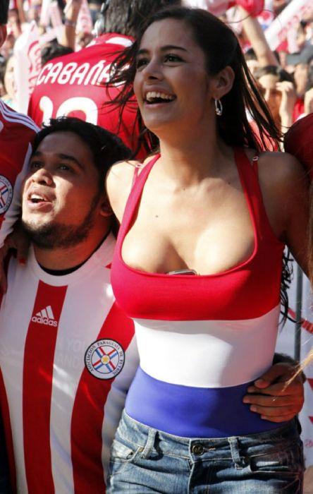 Футбольная фанатка из Парагвая, Ларисса Рикельме (22 фото)