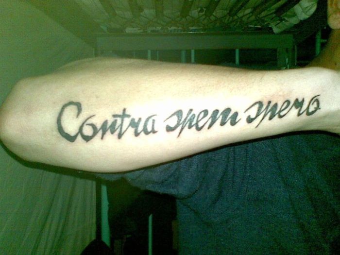 Что написано на татуировке? (2 фото)