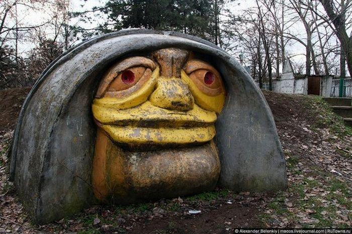 Страшные детские площадки (12 фото)