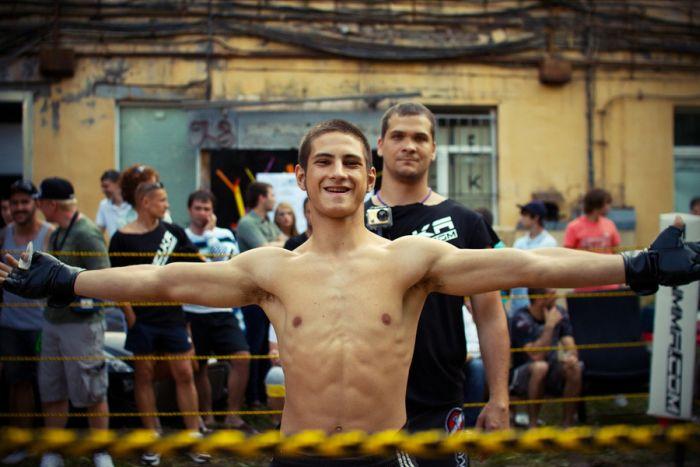 Чемпионат по уличным боям (44 фото)