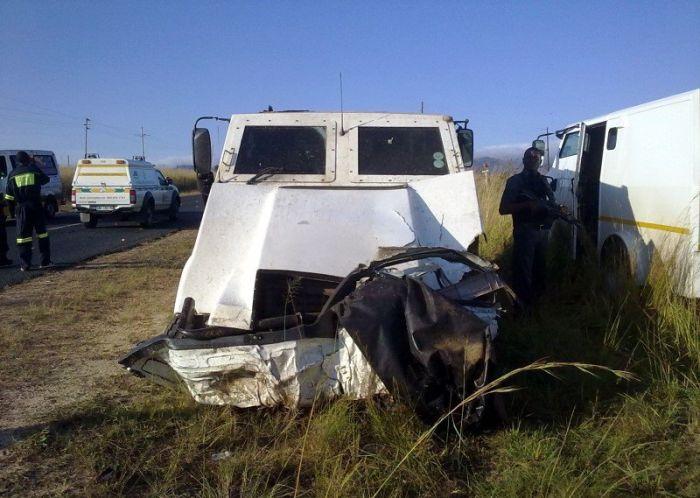 Opel против инкассаторов (4 фото)