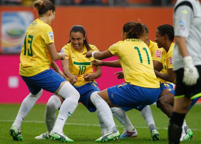 Чемпионат по футболу среди женщин (41 фото)