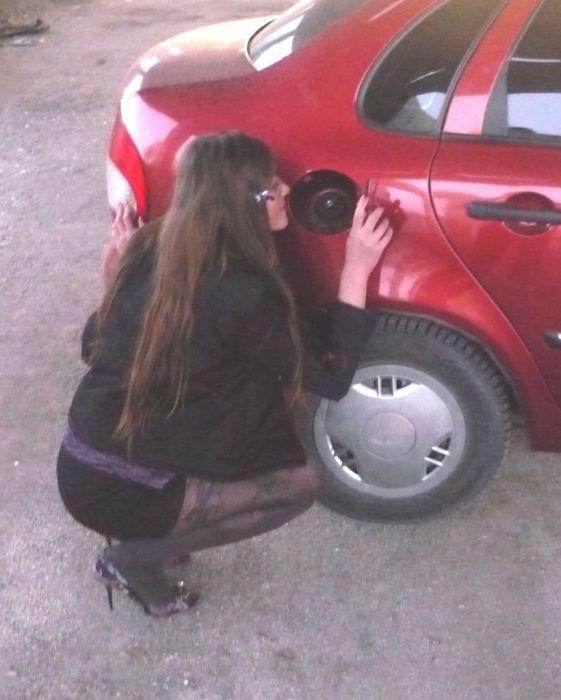 Девушки из соц. сетей и автомобили (65 фото)