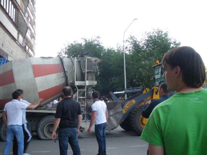 Цементовоз застрял (13 фото)