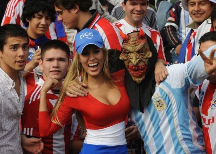 Новая футбольная фанатка сборной Парагвая (14 фото)
