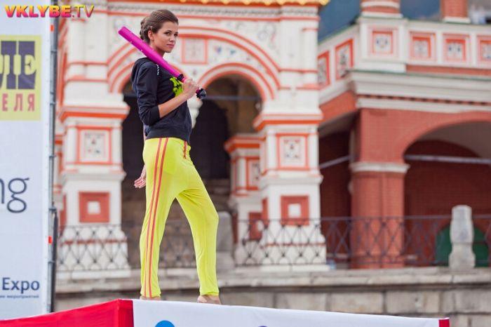 Показ моды на главной площади страны (58 фото)