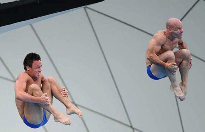 Лица прыгунов в воду (22 фото)