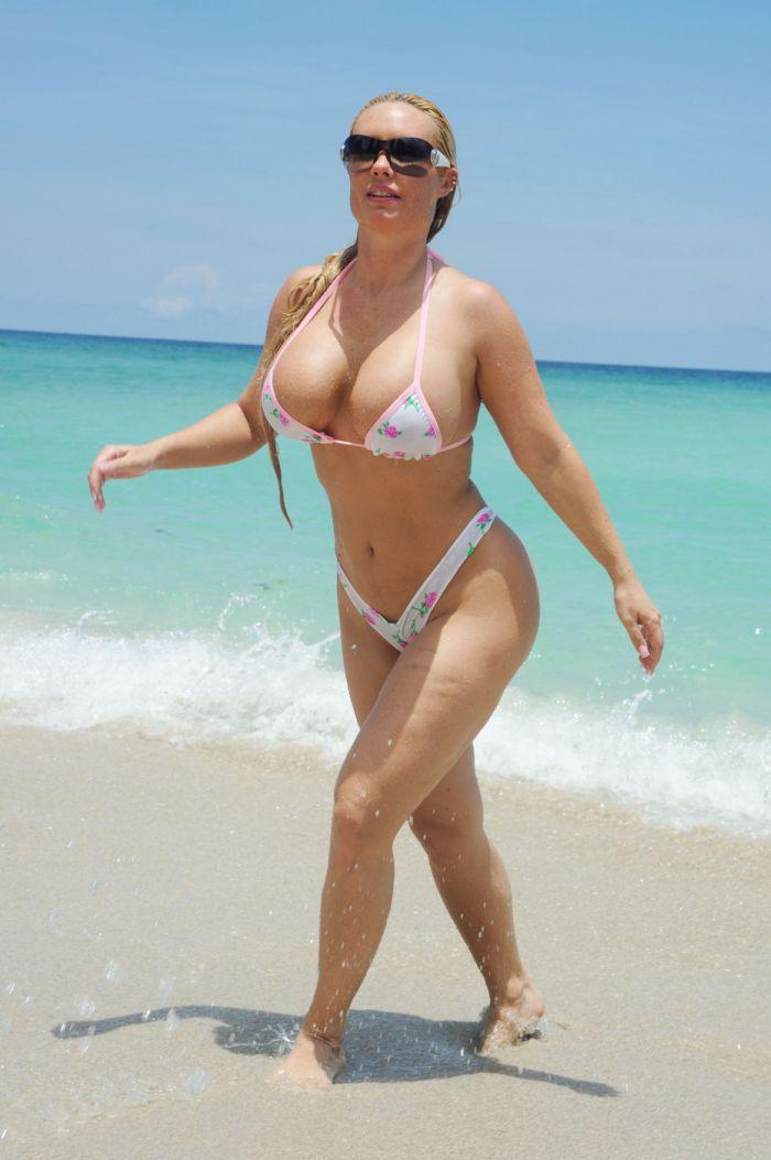 еще с женой фото на пляже того