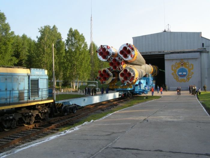 Подготовка ракеты к старту (34 фото)