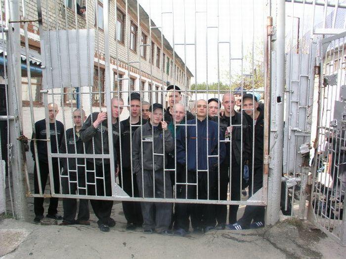 Воспитательная колония для трудных подростков (12 фото)