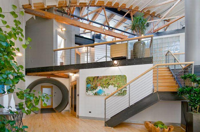 Эта просторная многоуровневая квартира-лофт расположена в южном районе...