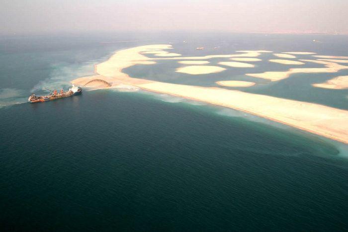 Создание искусственного острова в Дубае (13 фото)