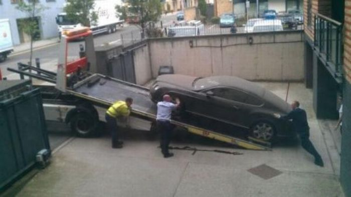 Брошенный Bentley (4 фото)