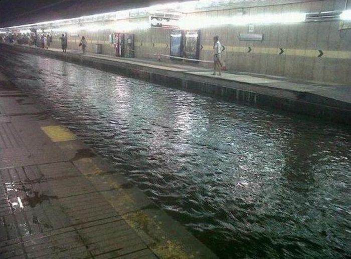 Затопленное метро в Барселоне (2 фото + видео)