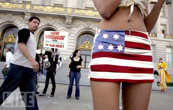 Американский флаг в разных видах одежды (25 Фото) .