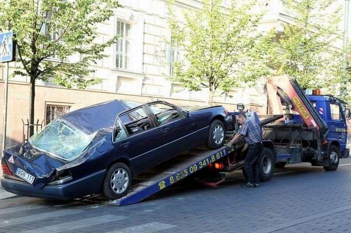 Нарушитель парковки в Вильнюсе (4 фото + видео)