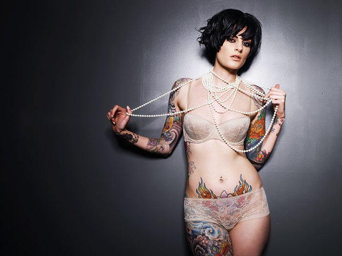 Красивые татуированные девушки фото картинки