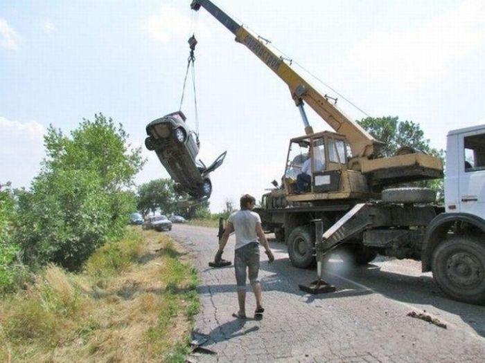Эвакуация автомобилей после аварии (3 фото)